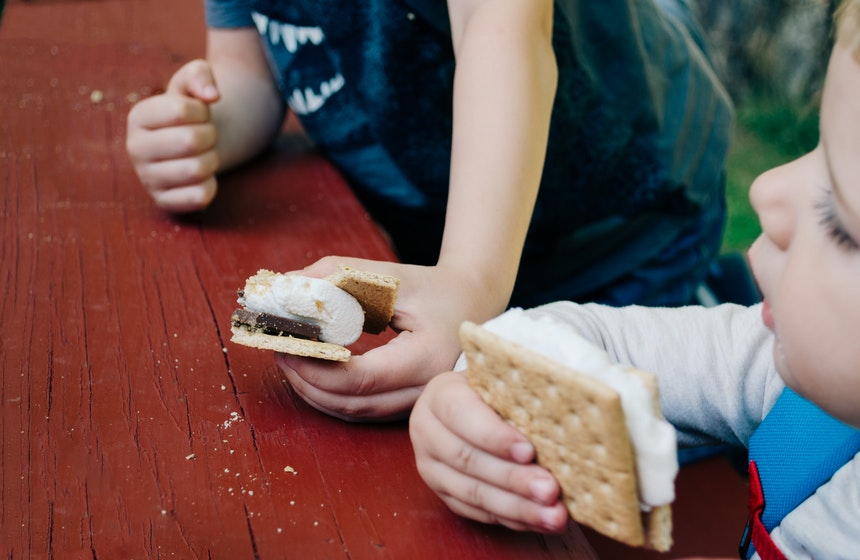 Kids eating smores